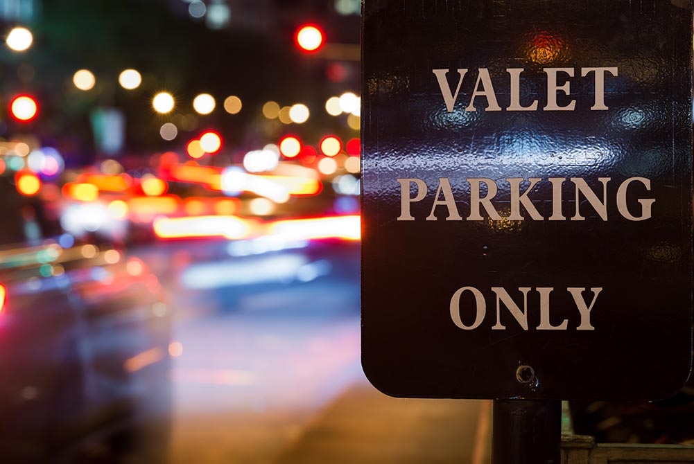 picture of a valet parking sign